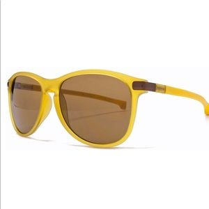 LACOSTE TORONTO MAGNETIC KEYHOLE HONEY SUNGLASES
